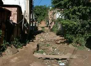 Moradores do bairro Gilson Carone reclamam de buracos na região, no Sul do ES - Um perigo para os moradores, principalmente para crianças e idosos.