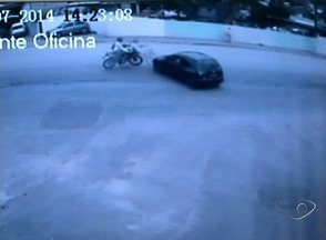 Falta de sinalização causa acidentes em estrada de Cachoeiro, no Sul do ES - A prefeitura prometeu reforçar a sinalização com taxões na pista,logo na primeira semana de agosto.