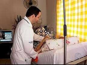 Programa 'Saúde em casa' fornece assistência médica à domicílio em Uberlândia - Cidade conta com o serviço desde abril de 2013 e de acordo com a Secretaria de Saúde, mais de 1.200 pacientes já passaram pelo programa.