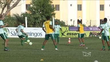 Sampaio treina e aprimora o sistema defensivo nas bolas aéreas - Nos últimos dois jogos, Tricolor sofreu quatro gols em cruzamentos para a área
