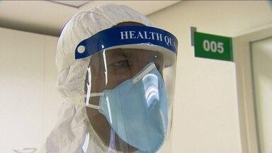 Aeroporto de Guarulhos começa uma campanha de alerta contra o vírus ebola - A Anvisa está monitorando passageiros que desembarcam em Guarulhos vindos de países africanos. A preocupação é prevenir a entrada no Brasil do vírus ebola, que já matou mais de mil pessoas na África