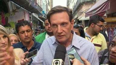 Marcelo Crivella faz campanha no Centro do Rio - O candiidato Marcelo Crivella fez campanha pelo Saara, no Centro do Rio. Ele conversou com comerciantes.