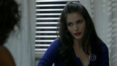 Carmem pede mais dinheiro para Juliane - Orville conta a Erivaldo que conseguiu armar esquema com advogada para ter privilégios na cadeia