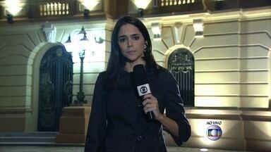 Corpo de Eduardo Campos será velado no Recife - Na noite de quarta-feira (13), a família do candidato do PSB que morreu em um acidente aéreo ficou recolhida na casa do político. O corpo de Eduardo Campos deverá ser velado na capital pernambucana.