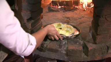 Que tal aprender a fazer uma pizza artesanal? - A chef de cozinha, Yoná Issa, dá dicas de como deixar a massa fininha e super crocante; além de sugerir diferentes recheios