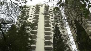 Família é envenenada dentro de casa em bairro nobre de São Paulo - A polícia investiga o que aconteceu.Os bombeiros encontraram um aposentado, de 68 anos, morto. A mulher dele, de 62 anos, e o filho, de 24 anos, estavam desmaiados.