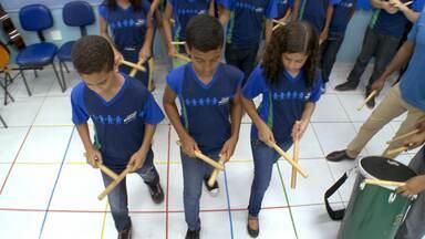 Hoje é dia de Criança Esperança: alunos aprendem música sem partitura - Método trabalha a percepção, andamento, ritmo, concentração, coordenação motora e criatividade musical
