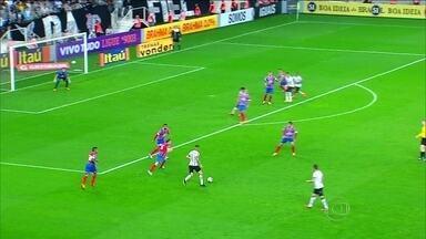 Corinthians empata com o Bahia jogando em casa - Torcedores vaiaram o time pelo desempenho. Partida terminou em 1 a 1.