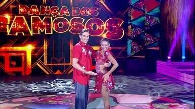 Giba e Camila Lobo são os primeiros a se apresentarem no forró - A dupla fez bonito na dança