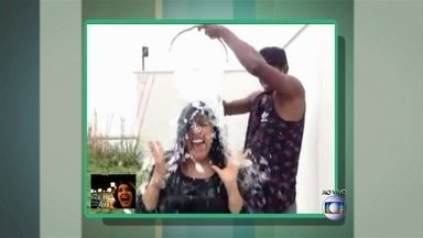 Regina Casé 'agradece' indicação e convoca Chay Suede para banho de gelo - Apresentadora ainda pediu participação do cantor Mumuzinho