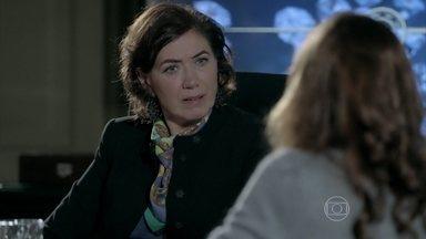 Maria Marta descobre segredo e fica furiosa - Ricaça ouve atrás da porta e fica sabendo que Danielle pretende se mudar com José Pedro