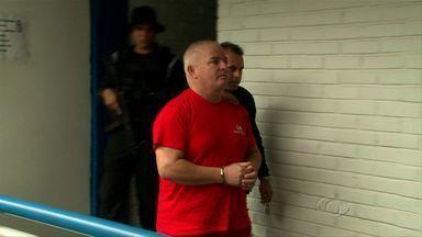Acusado de integrar grupo de extermínio, Júnior Barbosa presta depoimento à polícia - De acordo com o delegado Carlos Reis, todos os acusados no crime já prestaram depoimento e estão presos.