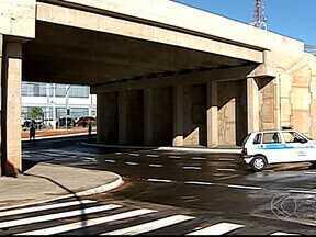 Passagem da Av. Afonso Pena sob BR-050 é liberada em Uberlândia - Acesso inferior liga os bairros Brasil e Umuarama. Com liberação, alguns sentidos das vias no entorno sofrem mudanças.
