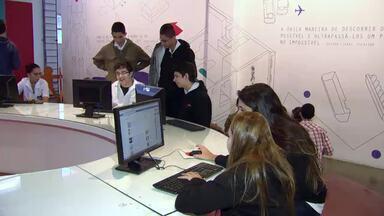 Informática: Escolas apostam no ensino de programação - Programa mostra como crianças e jovens estão aprendendo a linguagem da informática cada vez mais cedo e quais são as melhores oportunidades para quem quer entrar nesse mercado de trabalho