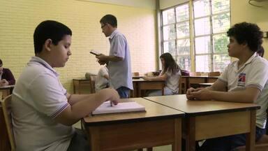 Meu professor é o cara: Professor usa jogo para ensinar física - Professor Ricardo Amaral do Colégio de Aplicação da UFPE desenvolveu um jogo de RPG que auxilia os alunos a aprenderem as leis da física