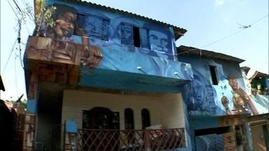 'São Mateus em Movimento' mobiliza artistas da Vila Flávia, na Zona Leste - Pessoas que fazem cultura na região resolveram se juntar e formaram um sede que atende a comunidade, levando cultura e eventos. No local, há a maior galeria de grafite a céu aberto da América Latina. Também há oficina de Hip Hop para as crianças.