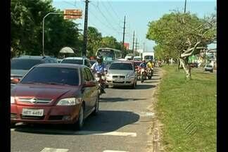 Motoristas de táxi interditaram trânsito neste sábado (23) na avenida Augusto Montenegro - Protesto foi contra morte de taxista no bairro do Tapanã nesta madrugada.