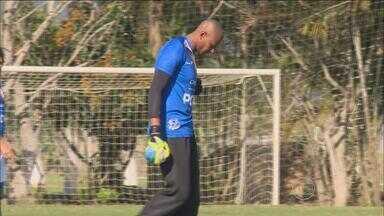 Tiago Cardoso é a promessa de boas defesas para o Santa Cruz na Ressacada contra o Avaí - Goleiro é um dos trunfos do corais, já que nos últimos três jogos não tomou gols
