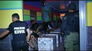 Polícia fecha nove casas de prostituição na BR 040, perto de Luziânia. - Na operação, três mulheres foram indiciadas por exploração sexual de adolescentes.