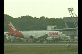 Avião com músicos colide com ave antes de pousar no aeroporto internacional de Belém - Após incidente, aeronave passa por manutenção no aeroporto de Belém.Passageiros que seguiriam para Fortaleza foram postos em outro voo.