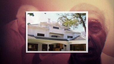 Casa em que Roger Abdelmassih vivia no Paraguai era avaliada em US$ 1 milhão - O Ministério Público do Paraguai quer saber se o documento usado pelo ex-médico é uma falsificação completa ou se ele apenas colou uma foto nova na identificação de outro homem. Buscas foram feitas na casa em que ele vivia com a mulher em Assunção.