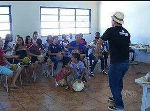 Alunos aprendem percussão em colégio de Palmas - Alunos aprendem percussão em colégio de Palmas.