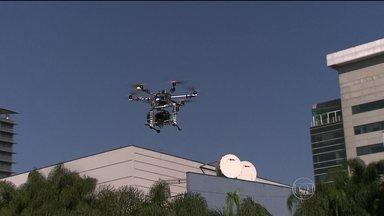 Falta regulamentação para o uso de drones - Os aviões não-tripulados já voam por todo o país, sem regras. No principal aeroporto internacional do país, a Receita Federal apreende pelo menos dez drones por semana.