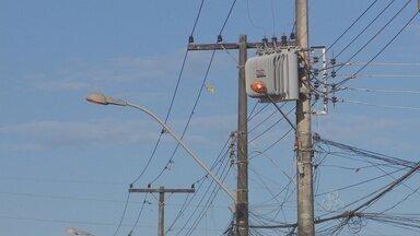 População continua reclamando da constante falta de energia elétrica em Macapá - A POPULAÇÃO CONTINUA RECLAMANDO DA CONSTANTE FALTA DE ENERGIA ELÉTRICA EM MACAPÁ. O PROBLEMA PROVOCA PREJUÍZOS. NO SÁBADO OS SEMÁFOROS PARARAM DE FUNCIONAR NO CENTRO DA CIDADE E O TRÂNSITO FICOU COMPLICADO.