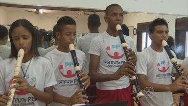 Alunos do Instituto Peró apresentam espetáculo hoje - Projeto social envolve 120 jovens de Jaboatão dos Guararapes.