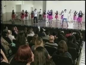 Alunos da escola do Rosário aproveitam o sábado para mostrar talento - Alunos da escola do Rosário aproveitam o sábado para mostrar talento