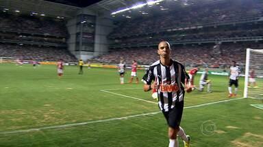 Atlético-MG vence o Internacional no estádio Independência - Galo bate o Inter e se reabilita no Campeonato Brasileiro