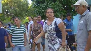 Usuários reclamam de falta de atendimento no Hospital Adriano Jorge em Manaus - Revoltados, pacientes protestaram em frente a unidade de saúde.