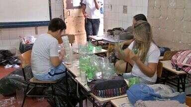 Alunos de escola de Cuiabá fazem desfile com materiais sustentáveis - Os alunos de uma escola de Cuiabá fizeram um desfile com materiais sustentáveis.