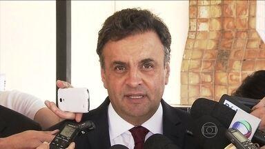Aécio Neves conversa com jornalistas em São Paulo - O candidato do PSDB, Aécio Neves, conversou com jornalistas na capital paulista. Aécio gravou para o programa eleitoral em uma produtora. Ao conversar com jornalistas, anunciou que o partido vai apresentar o programa de governo semana que vem.
