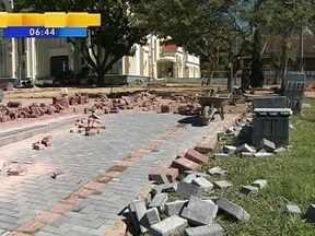 Moradores e Prefeitura fazem parceria para construir calçadas em Indaial - Moradores e Prefeitura fazem parceria para construir calçadas em Indaial