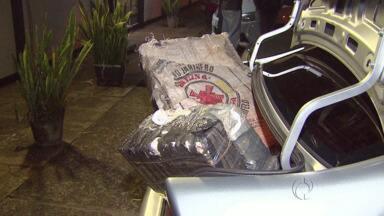 Denarc apreende 300 quilos de maconha - A droga estava em um carro estacionado num motel de Foz do Iguaçu.