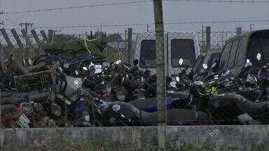 Pátios do Detran e da polícia estão lotados com veículos irregulares apreendidos - Detran planeja criar novos pátios.