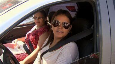Muitos motoristas ainda dirigem sem cinto, mesmo 17 anos após obrigação - Infração é gravíssima.