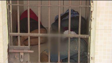 Vizinho evita ação de bandidos em Guarujá, SP - Ele percebeu que um homem havia sido rendido quando saía de casa