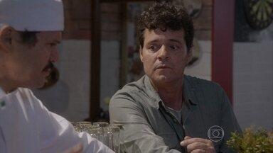 Marcelo diz a Lincoln que quer esquecer Roberta - Lincoln aconselha o amigo a esquecer o beijo que deu na professora