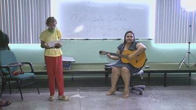 Grupo usa música como estímulo à saúde e alegria no AM - Movimento ocorre dentro da Universidade da Terceira Idade.