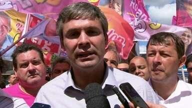 Lindberg Farias faz campanha em Itaboraí - O candidato Lindberg Farias, do PT, fez carreata em Itaboraí, na Região Metropolitana do Rio de Janeiro. Ele prometeu obras de infraestrutura, principalmente para Itaboraí, Tanguá e Rio Bonito. Ele prometeu investimentos na área de saúde também.