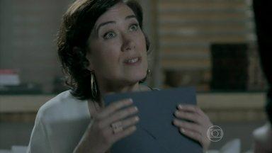 Maria Marta deixa Helena responsável por sua viagem - Ela teme que o comendador descubra e pede que Helena guarde segredo