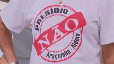 Moradores de Aldeia protestam contra construção de presídio em Araçoaiaba - Manifestantes coletaram dez mil assinaturas e lembram que argumentos deles são baseados na lei.