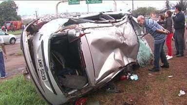 Três pessoas ficam feridas em acidente na região de Cambé - O trânsito ficou complicado na BR-369.