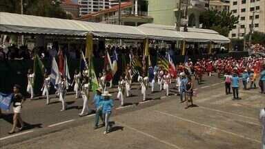 Milhares de pessoas se reúnem na Avenida Beira Mar para acompanhar os desfiles cívicos - Brasil completou 192 anos de independência nesse domingo.