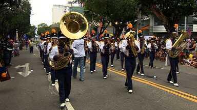 Desfile Cívico-Militar é realizado em São Cristóvão - A cidade de São Cristóvão reuniu 16 escolas do munícipio no tradicional Desfile Cívico-Militar de 7 de setembro. No evento, alunos mostraram desenvoltura e muitas homenagens durante o trajeto.
