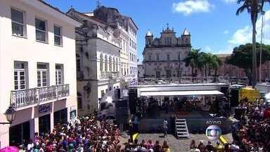 Fátima mostra detalhes do entorno de Salvador - Veras fala de 'paquera' nas ruas da capital baiana