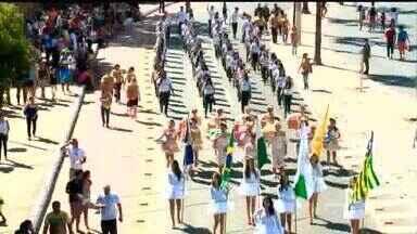 Desfile cívico-militar de 7 de Setembro reúne milhares em Teresina - Centro que atende crianças com deficiência abriu o desfile deste domingo (7).Evento ocorreu na Avenida Marechal Castelo Branco.