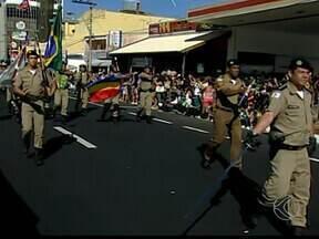 Escolas resgatam fanfarra no desfile de 7 de setembro em Uberaba - Santa Maria, Esther Limirio e Joubert de Carvalho desfilaram no domingo (7).